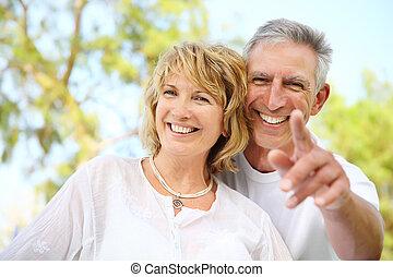 пара, улыбается, зрелый