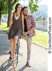 пара, улыбается, на, велосипед