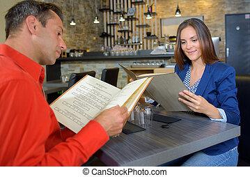пара, ordering, обед, в, ресторан