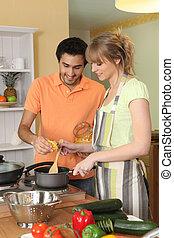 пара, preparing, , еда, вместе, в, их, кухня