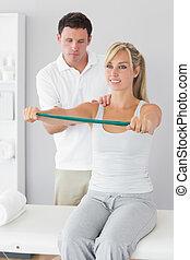 пациент, привлекательный, физиотерапевт, massaging