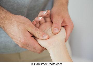 пациент, checking, физиотерапевт, рука