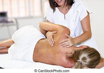 плечо, физиотерапевт, женщина, giving, женский пол, профессиональный, блондинка, массаж