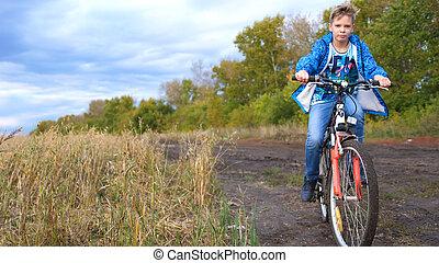 подросток, верховая езда, байк, дела, виды спорта, в, , свежий, air., путешествовать, and, активный, entertainment., moments, of, счастливый, детство