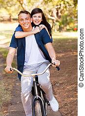 подросток, пара, having, весело, верховая езда, , велосипед