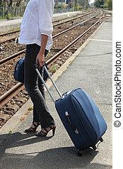 поезд, платформа, ожидание, женщина, чемодан