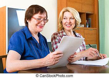 пожилой, женщины, signing, контракт