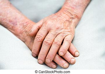 пожилой, руки