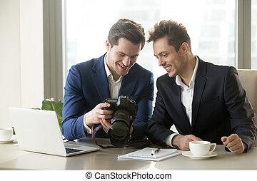 показ, камера, держа, бизнесмен, профессиональный, photogr, ...