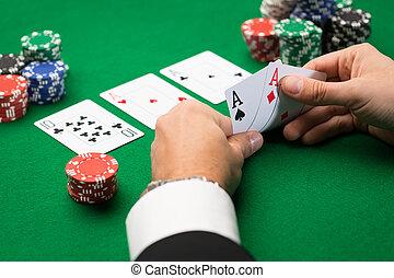 покер, игрок, with, cards, and, чипсы, в, казино
