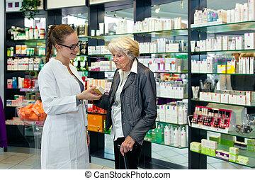 помощь, леди, старшая, фармацевт
