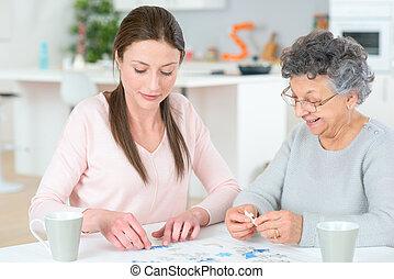 помощь, старшая, женщина, леди, молодой