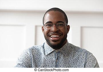 портрет, ищу, камера, человек, улыбается, черный