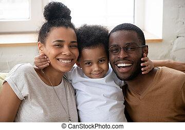 портрет, немного, семья, posing, счастливый, сын, молодой