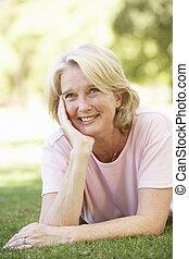 портрет, старшая, женщина, парк
