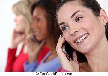 портрет, of, три, женщины, на, , телефон