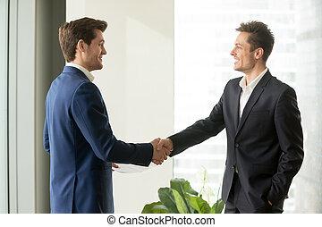 постоянный, хорошо, офис, businessmen, руки, запечатывание, shaking, счастливый