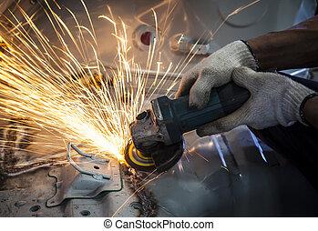 работник, рука, за работой, от, промышленность, инструмент, резка, стали, with, трещина, огонь, использование, для, промышленные, производство, тема