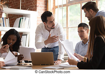разнообразный, бумага, сотрудников, discuss, брифинг, handouts