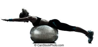 разрабатывать, женщина, exercising, мяч, фитнес
