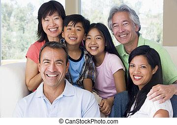 расширенный, семья, в, гостиная, улыбается