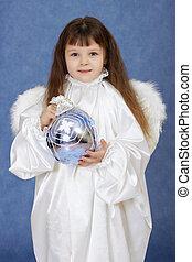ребенок, заправленный, в виде, an, ангел, with, wings, держа, стакан, мяч