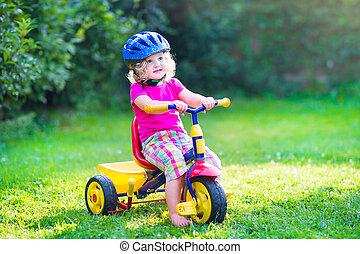 ребенок, начинающий ходить, девушка, на, байк
