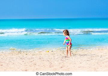 ребенок, начинающий ходить, девушка, playing, на, , пляж