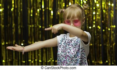 ребенок, показ, area., ищу, pointing, текст, shocked, рекламный, логотип, ваш, реклама, боковая сторона