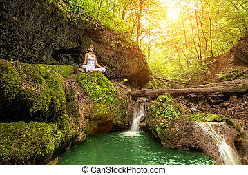 релаксация, в, лес, в, , waterfall., ardha, padmasana, pose.