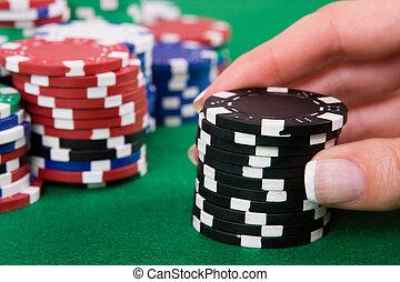 рука, with, черный, покер, чипсы