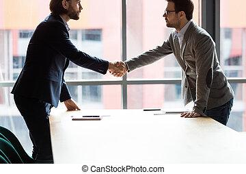 руки, уверенная в себе, shaking, серьезный, два, office., businessmen