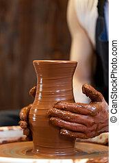 руки, of, , гончар, creating, an, земляной, банка, на, ,...