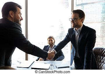рукопожатие, по рукам, брифинг, закрытие, улыбается, businessmen