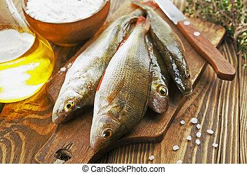рыба, насест