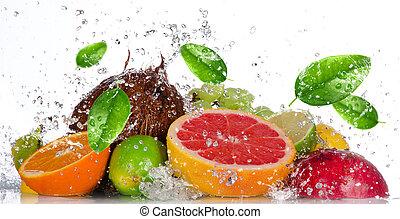 свежий, fruits, with, воды, всплеск, isolated, на, белый