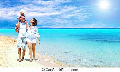 семья, молодой, весело, счастливый, пляж, having, посмотреть