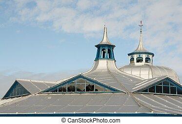 серебряный, крыша