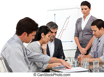 серьезный, бизнес, группа, в, , презентация