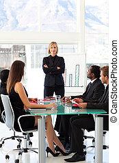 серьезный, бизнес-леди, в, , презентация