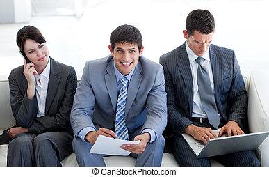 серьезный, бизнес, люди, в, офис