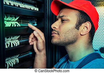 серьезный, checking, сервер, работа, красивый, человек
