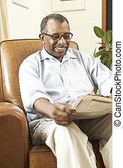 сидящий, кресло, газета, старшая, чтение, человек