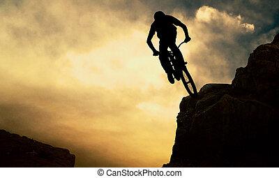 силуэт, of, , человек, на, muontain-bike, закат солнца