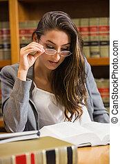 симпатичная, адвокат, в, , закон, библиотека