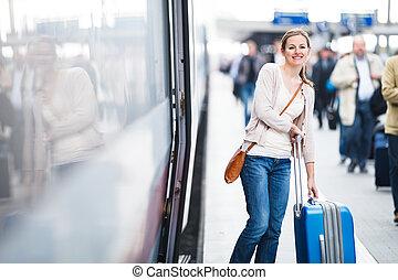 симпатичная, молодой, женщина, посадка, поезд