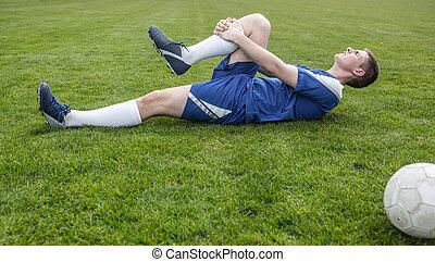 синий, пострадавший, футбол, игрок, подача, лежащий
