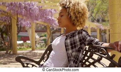 скамейка, женщина, молодой, сидящий