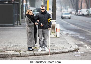 слепой, assisting, человек, женщина, улица