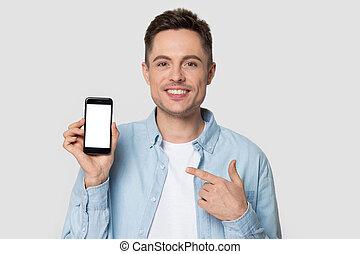 смартфон, человек, показ, улыбается, тысячелетний, headshot, указательный палец